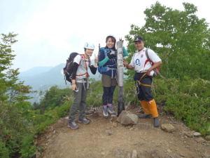 戸隠山山頂で記念写真