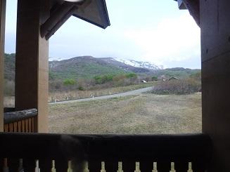 部屋からの景色  鳥海山(見えないが)