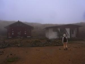 久住山避難小屋+トイレ(綺麗にしています)