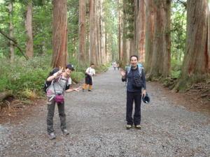 奥社に向かう参道の杉並木